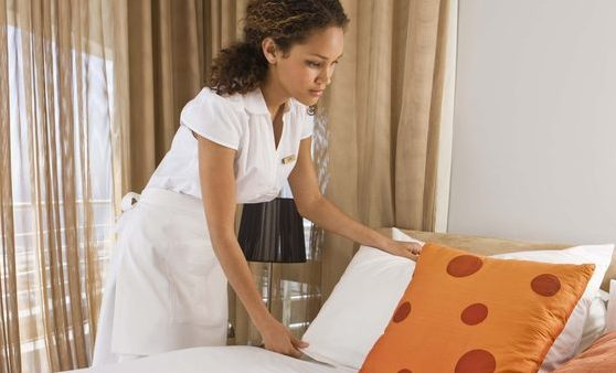 Empregada doméstica para casa de família para apoiar no serviço doméstico (limpeza e arrumação da casa, confeção de refeições, lavar e passar a ferro), cuidar crianças e/ou idosos.
