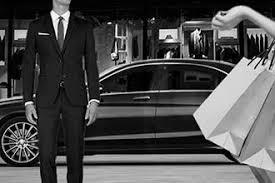 Motorista particular é o profissional responsável por assegurar o transporte da família, cuidar da viatura, podendo ainda prestar serviços de actividade externa à residência, em prol das necessidades diárias de quem o contrata.