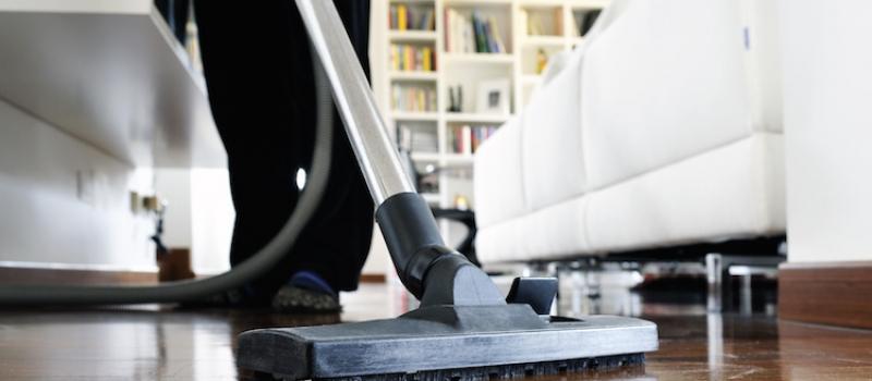 pulizie casa con aspirapolvere - House Maid